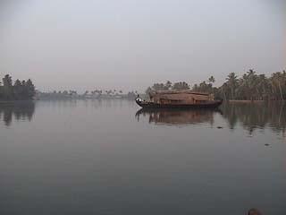 Boat morn 1.jpg (7244 bytes)