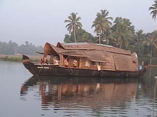 Boat morn 2.jpg (17560 bytes)