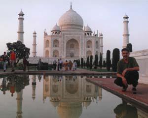 DS at Taj.jpg (15051 bytes)