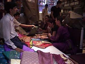 Shop sari 2.jpg (20813 bytes)