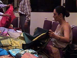 Shop sari 3.jpg (20432 bytes)
